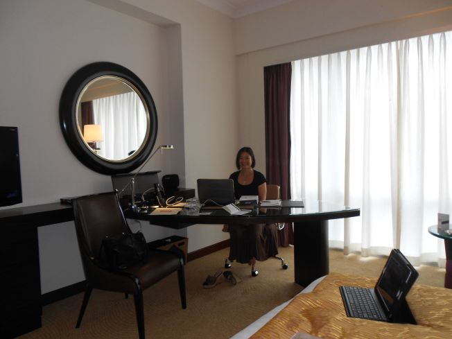 Feeling fairly flush in my fab suite at Fairmont!