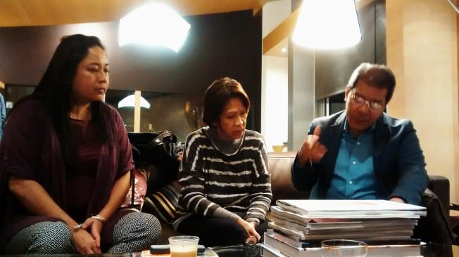 Emot, Maricor's mom and Gil discuss mass hymns